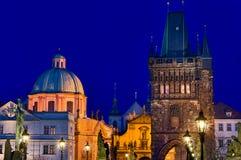De horizon van Praag bij nacht Stock Afbeelding
