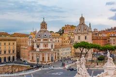 De horizon van Rome en koepels van Santa Maria di Loreto-kerk Stock Foto's