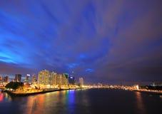 De horizon van Rotterdam bij nacht Stock Foto's