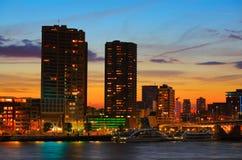 De horizon van Rotterdam bij zonsondergang Stock Foto's
