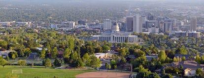 De horizon van Salt Lake City met de Capitoolbouw, Utah Stock Foto