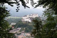 De horizon van Salzburg met rivier Salzach in Salzburger Stock Fotografie