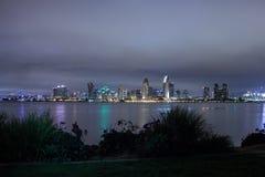 De horizon van San Diego bij nacht wordt geschoten die Royalty-vrije Stock Foto