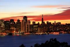 De horizon van San Francisco bij nacht Stock Foto