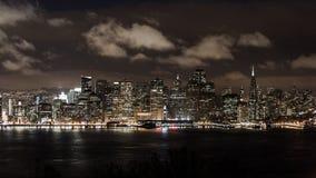 De Horizon van San Francisco bij Nacht Stock Fotografie