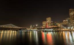 De Horizon van San Francisco bij Nacht Stock Afbeeldingen