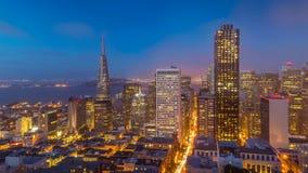 De Horizon van San Francisco bij schemer Stock Afbeeldingen