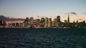 De horizon van San Francisco bij schemering stock footage