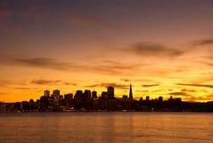 De horizon van San Francisco bij zonsondergang Royalty-vrije Stock Afbeeldingen