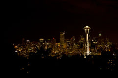 De Horizon van Seattle bij nacht Stock Foto's