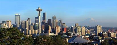 De horizon van Seattle bij zonsondergang, de staat van Washington. Royalty-vrije Stock Foto