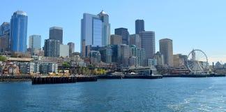 De horizon van Seattle van veerboot stock foto