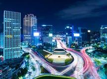 De horizon van Seoel bij nacht Stock Foto