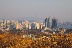 De horizon van Seoel van Eungbong-berg in een de lentedag die wordt gezien Royalty-vrije Stock Foto