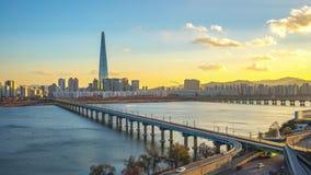 De horizon van Seoel met oriëntatiepuntgebouwen in Seoel, de tijdtijdspanne van Zuid-Korea stock footage