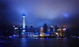 De horizon van Shanghai bij nacht Stock Afbeelding