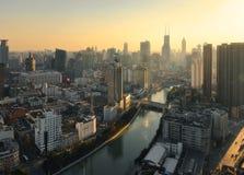 De horizon van Shanghai bij schemer Royalty-vrije Stock Afbeelding