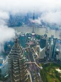 De horizon van Shanghai in de wolken Royalty-vrije Stock Foto