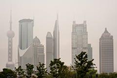 De horizon van Shanghai met zware mist Royalty-vrije Stock Foto's
