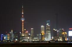 De horizon van Shanghai Pudong bij nacht Stock Foto's