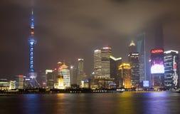 De horizon van Shanghai Pudong bij nacht Stock Afbeelding