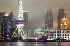 De horizon van Shanghai Pudong bij nacht Stock Foto