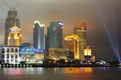 De horizon van Shanghai Pudong bij nacht Stock Afbeeldingen