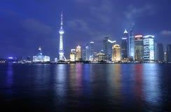 De horizon van Shanghai Pudong bij nacht Royalty-vrije Stock Afbeelding