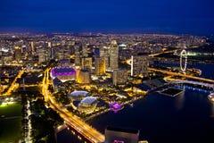 De horizon van Singapore in avond Stock Afbeelding