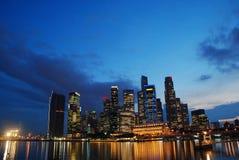 De Horizon van Singapore bij nacht Royalty-vrije Stock Foto
