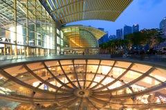 De Horizon van Singapore in de avond Royalty-vrije Stock Foto's