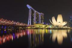 De horizon van Singapore, Marina Bay Sands en Schroefbrug Royalty-vrije Stock Fotografie