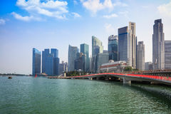 De horizon van Singapore van financieel district met moderne bureaugebouwen Stock Afbeelding