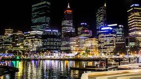 De horizon van de Stad van Perth bij nacht Stock Fotografie