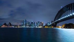 De horizon van Sydney bij nacht stock afbeelding
