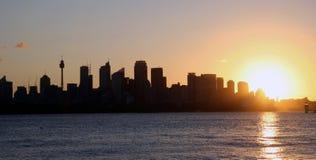 De Horizon van Sydney bij Zonsondergang stock afbeeldingen