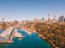De Horizon van Sydney Harbour en van de Stad Stock Foto
