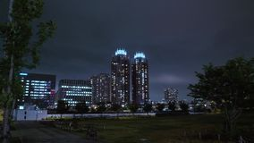 De Horizon van Tokyo bij nacht stock videobeelden