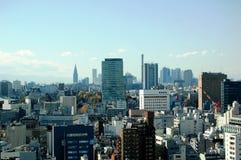 De Horizon van Tokyo met exemplaarruimte. Stock Afbeelding