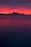 De Horizon van Toronto bij dageraad Royalty-vrije Stock Afbeeldingen