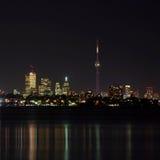 De Horizon van Toronto bij Nacht Stock Foto's