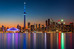 De horizon van Toronto bij schemer Royalty-vrije Stock Foto's