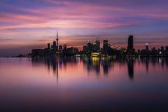 De Horizon van Toronto bij Zonsondergang royalty-vrije stock afbeelding