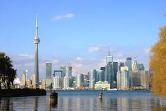 De Horizon van Toronto in Daling Stock Afbeeldingen