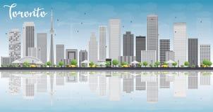 De horizon van Toronto met grijze gebouwen, blauwe hemel en bezinning Royalty-vrije Stock Foto