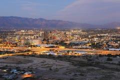 De horizon van Tucson bij schemering royalty-vrije stock afbeeldingen