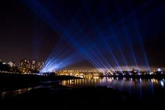 De horizon van Vancouver bij nacht met licht toont Royalty-vrije Stock Foto's