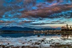 De Horizon van Vancouver met Dramatische Blauwe Hemel Royalty-vrije Stock Afbeelding