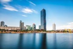 De horizon van Wenen op de rivier van Donau Stock Fotografie