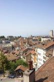 De horizonmening van Lausanne aan het Meer van Genève in de zomer Stock Fotografie